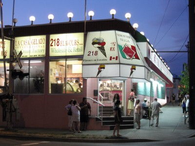 La Casa Gelato at night