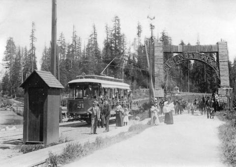 Street car number 21 at the entrance to Stanley Park, ca. 1900.