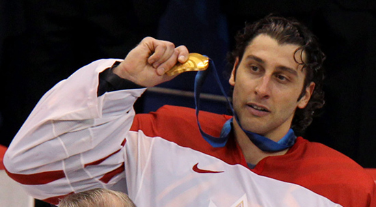 Team Canada goalie Roberto Luongo holds up his gold medal after victory over the USA in Vancouver. Photo: postmedia.com