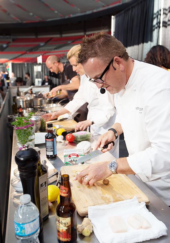rsz_eat-vancouver-2014-stage-demo-chef-rob-feenie