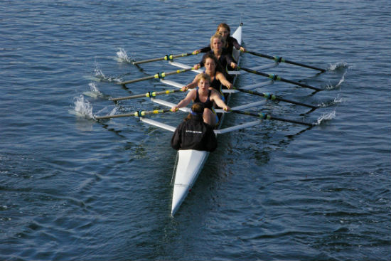 Rowers on the Fraser River. Image courtesy of UBC Rowing.