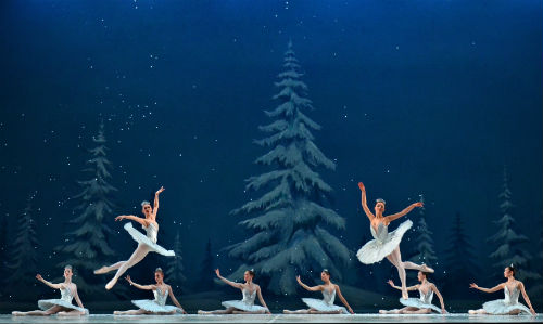 Snowflake dancers from the Royal Winnipeg Ballet Company. Vince Pahkala photo.