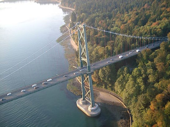 The causeway leads to the Lions Gate Bridge. Photo credit: Tawker | Wikipedia