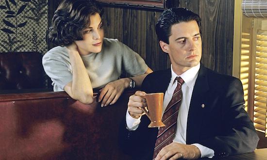 Sherilyn Fenn and Kyle MacLachlan in a scene from Twin Peaks.