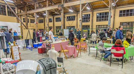 Vendors at the Shipyards Night Market | Photo: Flickr