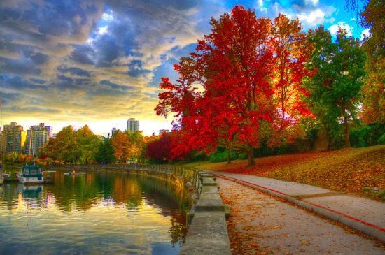 Stanley Park Seawall | Photo: Onur Kurtic
