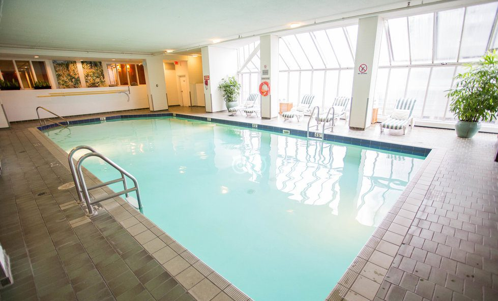 Splash away winter 6 vancouver hotels with heated indoor pools inside vancouver for Indoor swimming pools vancouver
