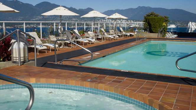 Outdoor hotel pools with spectacular west coast views - Outdoor swimming pools north west ...